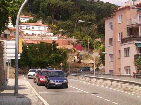 La carretera a la entrada del pueblo