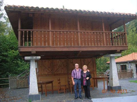 En el horreo del hotel,es una habitacion para dormir,solo por 10 euros mas que la del hotel.
