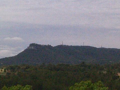 En la cima de esta montaña,esta la ermita de la Tossa de Montbui.
