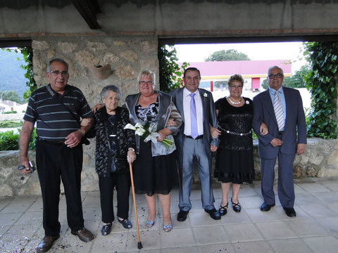 La novia y sus hermanos,Rosita y Jose.