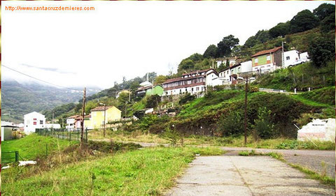 Esta no la hice yo,la fachada larga  blanca y marron,pasaba mis vacaciones en Asturias.