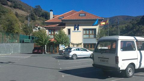 A la entrada del Hotel
