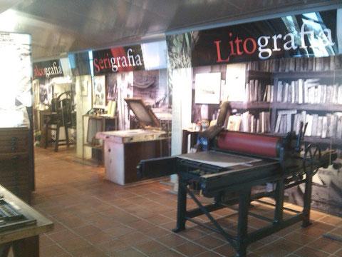 Aqui ya se ve que es la sala para la Litografia.