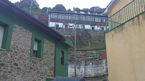Arriba la casa donde vive nuestra tia.