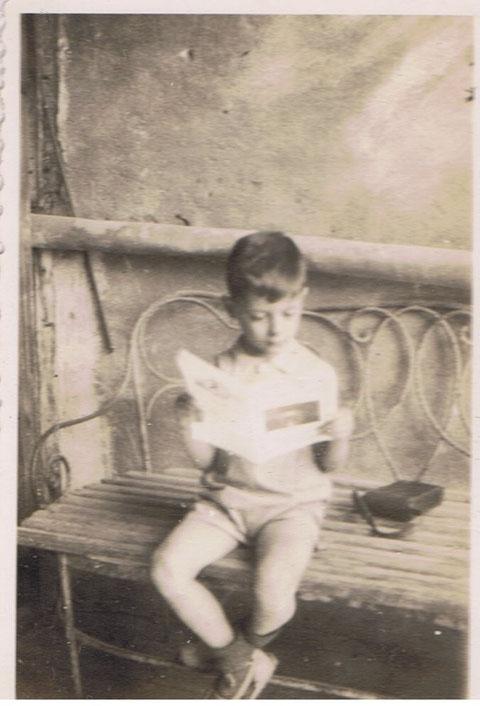 JA JA,leyendo junto a la funda de la camara KODAK 6 X 8,