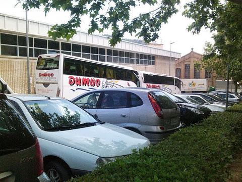 El poliderportivo y el aparcamiento de los autocares escolares que vienen a visitar el museo,cada dia vienen unos cuatro y alguno de los viajes del inserso,ja ja.