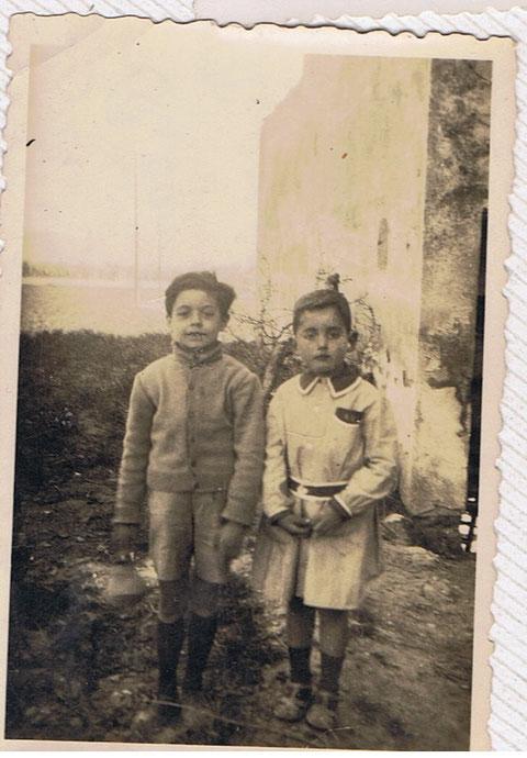 Con mi amigo Ricardo,fue una pena,pues fallecio muy joven.