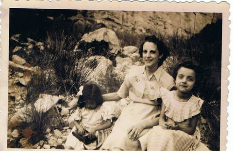 Mi madre mi hermana la pequeñita y mi prima Carmen en Copons.