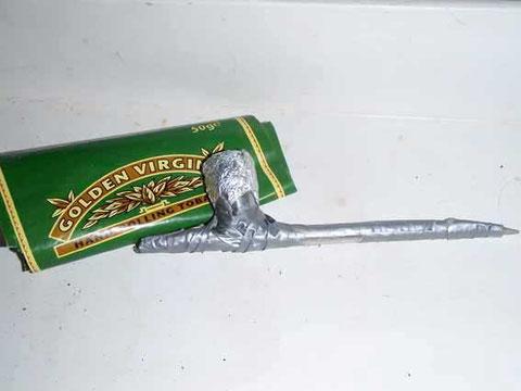 une clé de 12+ un épissoir+du grey tape= une pipe pour le capitaine