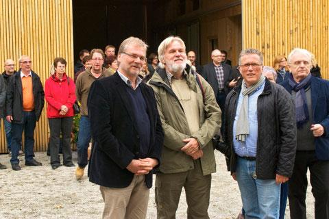 Bürgermeister Rolfsmeier, Architekt Beck und BZB-Leiter Kriesten sind zufrieden: Die neue Scheune ist endlich fertig.