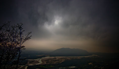 vista sul lago di cornino e il fiume tagliamento