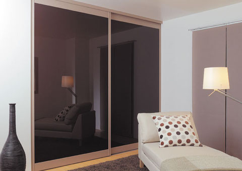 Un classy sliding closet, discreet and 100% anti-sunfade!