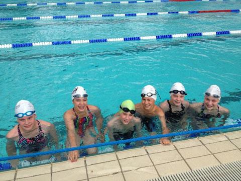 Die Aktiven nach erfolgreichem Einschwimmen vor dem ersten Start