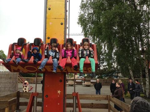 Justin, Janne und Pauline im Free-Fall-Tower