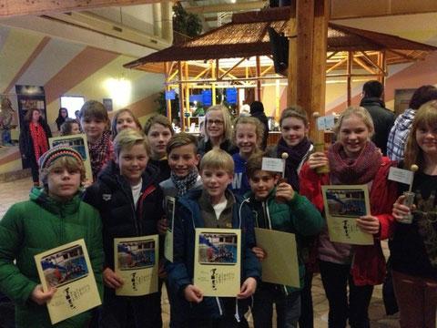 Die gesamte Gruppe mit den glücklichen Gewinnern