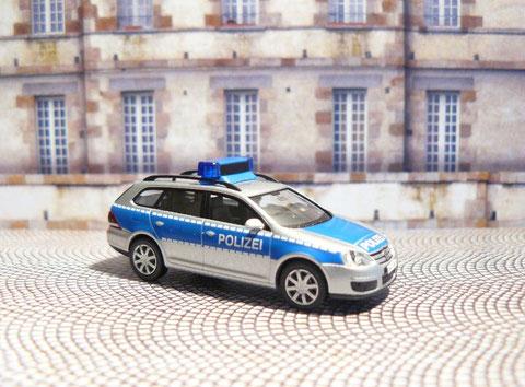 Standard-Funkstreifenwagen vom Typ VW Golf Variant