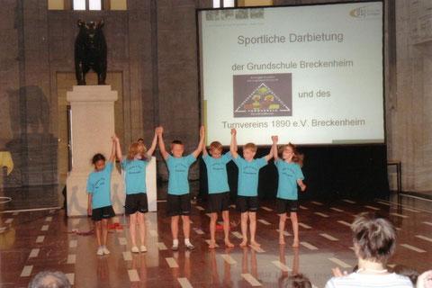 Foto: nach der sportlichen Darbietung der Breckenheimer Kinder