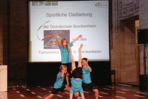 Foto: sportliche Darbietung der Breckenheimer Kinder