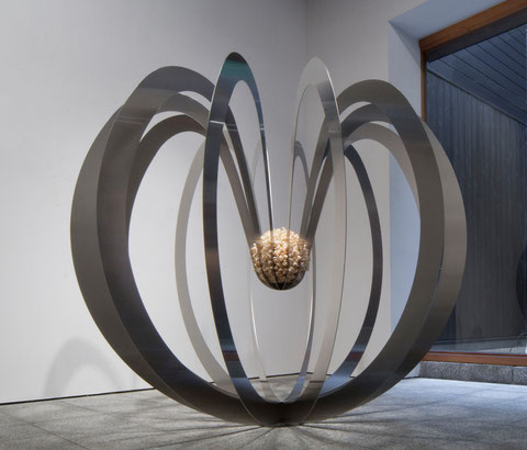Gravity Apple     Stainless steel/Wood  Ф1500×1300mm   2011