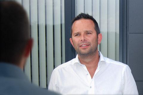 An dieser Stelle ist ein Bild von Thomas Vengust im Beratungsgespräch mit einem Unternehmer, Vengust und Partner berät Unternehmen in allen Fragen rund ums Personal.