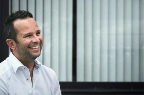 Dieses Bild zeigt Thomas Vengust, Geschäftsführer und Firmengründer von Vengust & Partner GmbH, er steht für Handschlagqualität.