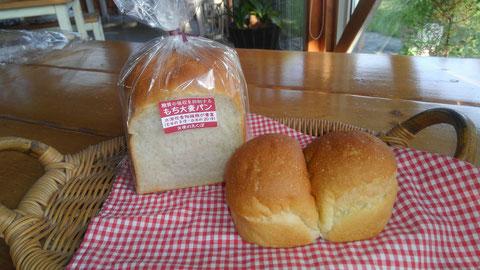 もち大麦食パン¥430、もち大麦ツインパン¥195