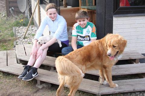 Rebecca und ihr Bruder Lars sind stolz auf ihren Andy