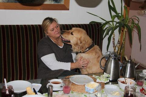 Kathleen mit unserer Cecile (Ostseegoldie C-Wurf)