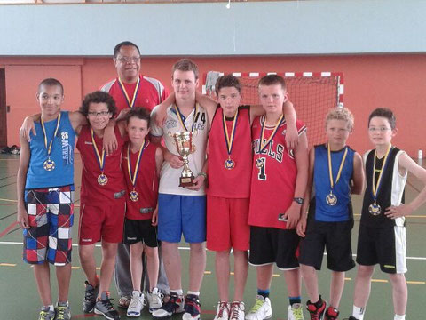 Equipe U13 - Remise des médailles pour leur 1ère place au championnat départemental 2014