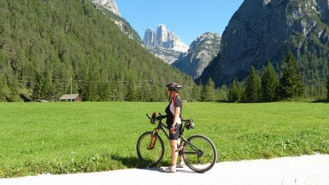 Radweg zw. Toblach und Cortina- Blick zu den Drei Zinnen