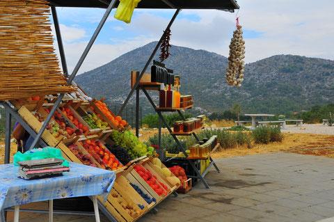 Kroatien Verkaufsstand Obst Bioprodukte