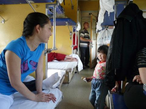Kseniya et Angelina (qui ne parle pour l'instant que son dialecte local)