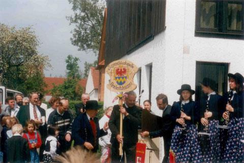 1996: Von Ludwig Nischwitz gestiftetes und geschnitztes Taferl