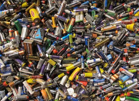 Altbatterien: Zu wertvoll und zu umweltschädlich für einmaligen Gebrauch