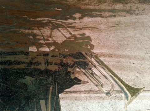 Autore : Antonella Sassanelli Titolo: Tromba - Tecnica e supporto: mista con metalli su carta e legno Dimensioni: cm. 80 x 60 Anno: 2014