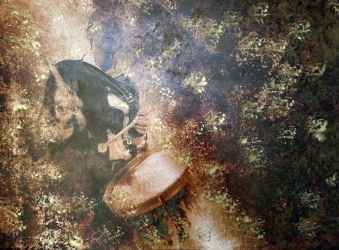 Autore : Antonella Sassanelli Titolo: La Tamburina Tecnica e supporto: mista con metalli su carta e legno Dimensioni: cm. 80 x 60 Anno: 2014