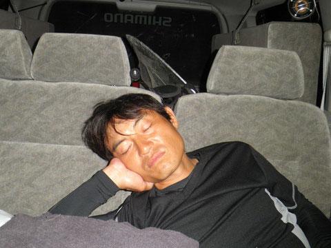 仲野さん爆睡中