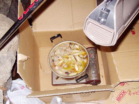 鴨脂ギトギトの鍋です。あったまります