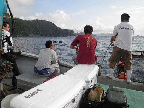 沖黒を見ながらみんなで仲良くダンゴ釣り^^