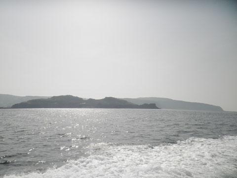 かなり大きな島です。1000人位住んでるらしいです