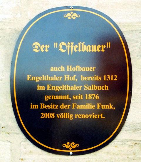 """Hinter diesen Aussagen verbirgt sich große Geschichte: Das Haus und der Name Hofbauer überliefern die """"Curia Reimbotonis"""": das ist wahrscheinlich der Hof des Reimboto aus dem Frühmittelalter."""