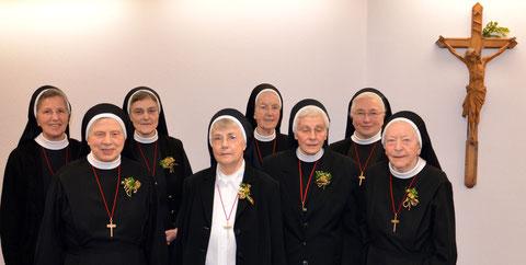 v.l.n.r.: Sr. Michaela Oettle (Hausoberin), Sr. Ignata Wolff (50 J.), Sr. Maria Irene Nelles (50 J.), Sr. Maria Esther (50 J.), Sr. Beate de Lange (60 J.), Sr. Margita Trömer (50J.), Sr. Maria Georg Loos (Provinzob), Sr. Christopera Schroeter (60J.)