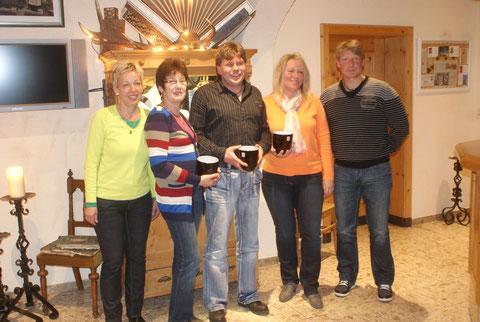 Die Vereinsmeister 2012 v.l.n.r.:                                          Ausbildungswart Christine, Renate, Tom, Susan und 1. Vorsitzender Frank