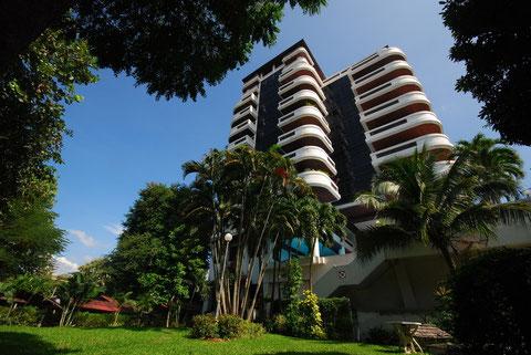 エムバシーコンド Embassy House Condominium