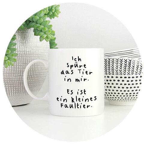 Tasse mit lustigem Spruch ich spüre das Tier in mir es ist ein kleines Faultier