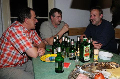 Natürlich ist das Bild gestellt.....oder sehn die Jungs so aus, all hätten sie all das ganz allein getrunken??