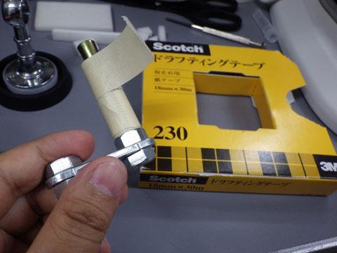 杭にべたつきにくいテープを巻く(好きなテープでよい)
