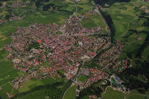 Ein Blick auf Oberstdorf aus einer Flughöhe von 8.500 ft/MSL.  Foto: PE