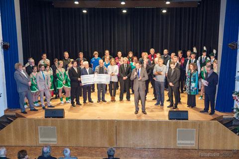 Das große Finale, im Vordergrund rechts Bürgermeister Kuchlbauer. Foto: iSO83