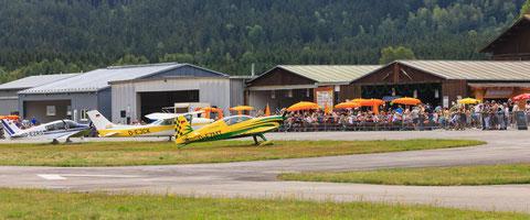 Flugfest auf dem Landeplatz Arnbruck im August 2018, Vorfeld, Hangars, Foto: PE